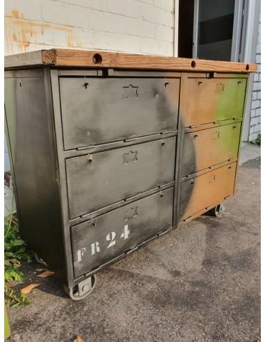 Ancien meuble militaire à six clapets couleur d'origine