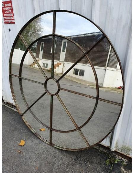 Miroir industriel métallique rond diamètre 151 cm 17 sections patine verte