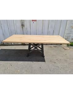 Table industrielle plateau chêne pied de machine en métal avec rosace
